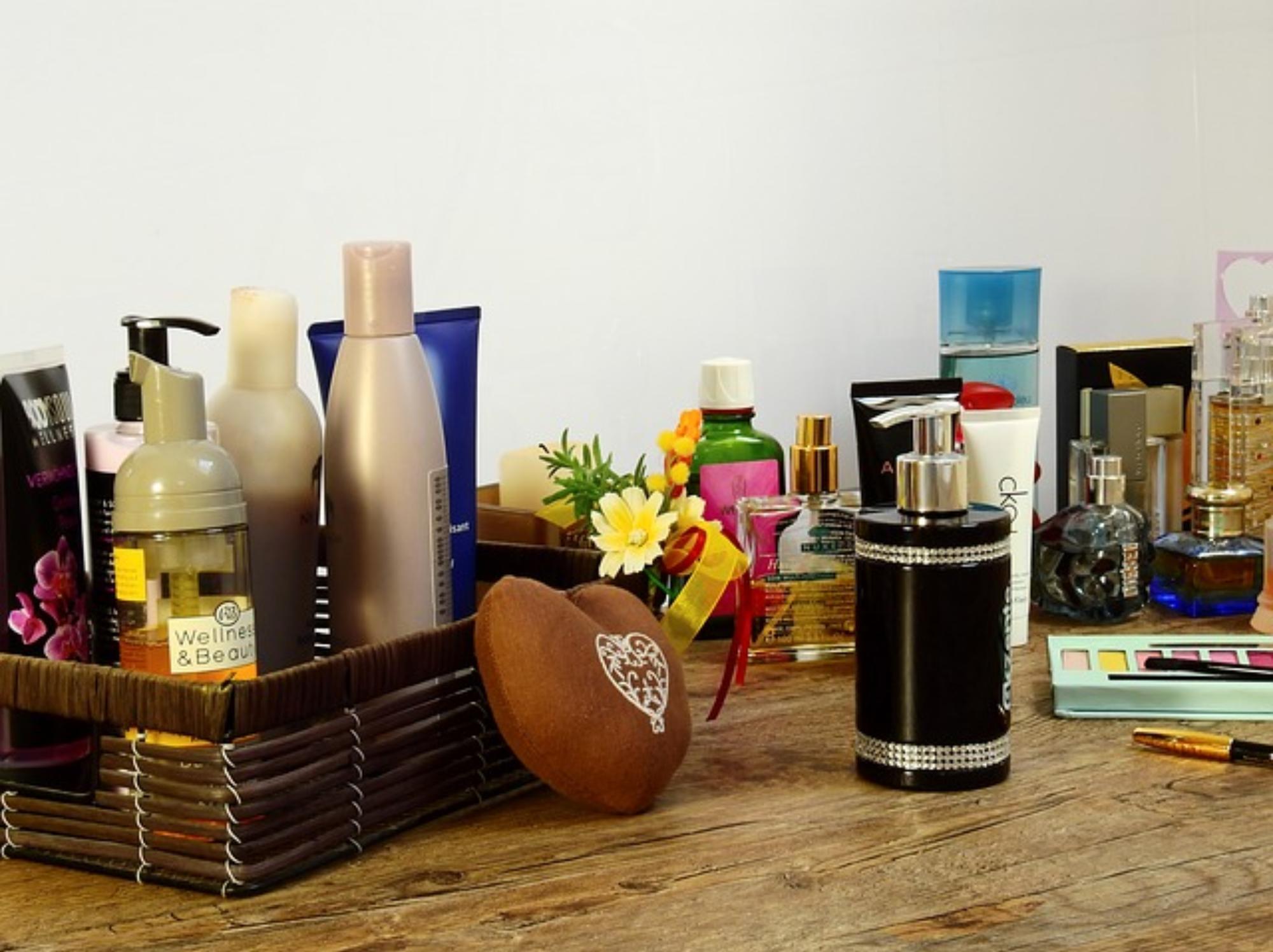 Gdzie nakładać perfumy, żeby pachnieć cały dzień?