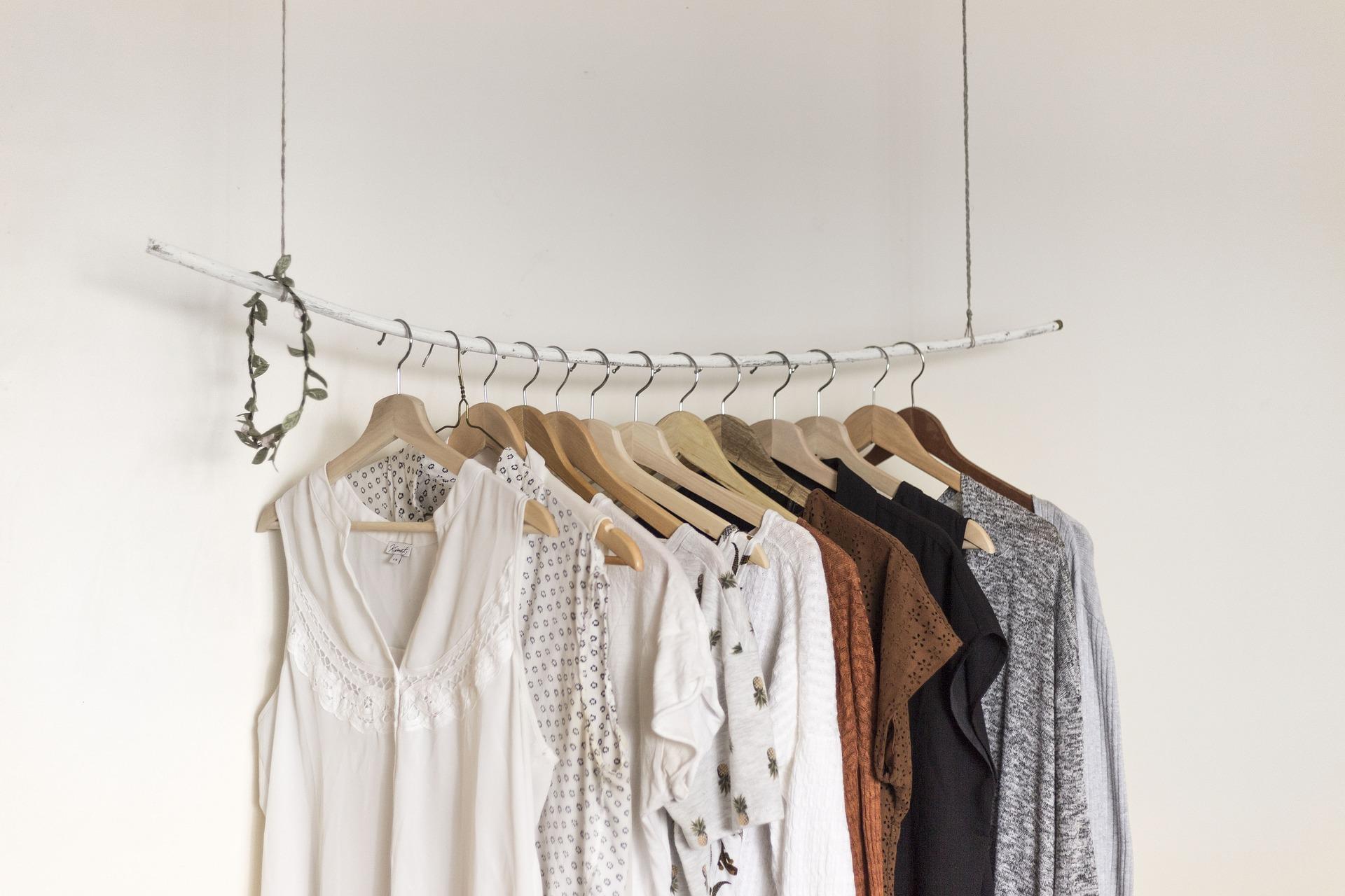 Odkryj cuda minimalistycznej garderoby